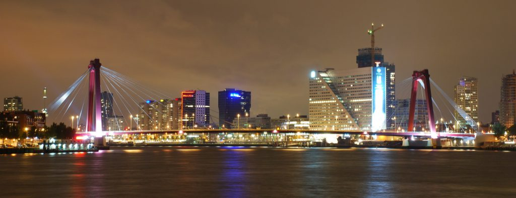 Visit Rotterdam - Willemsbrug by night